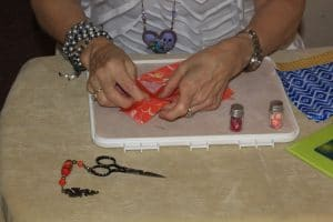 This is a bead art demo from Mary Ellen Merrigan of MaryEllenBeads.com.