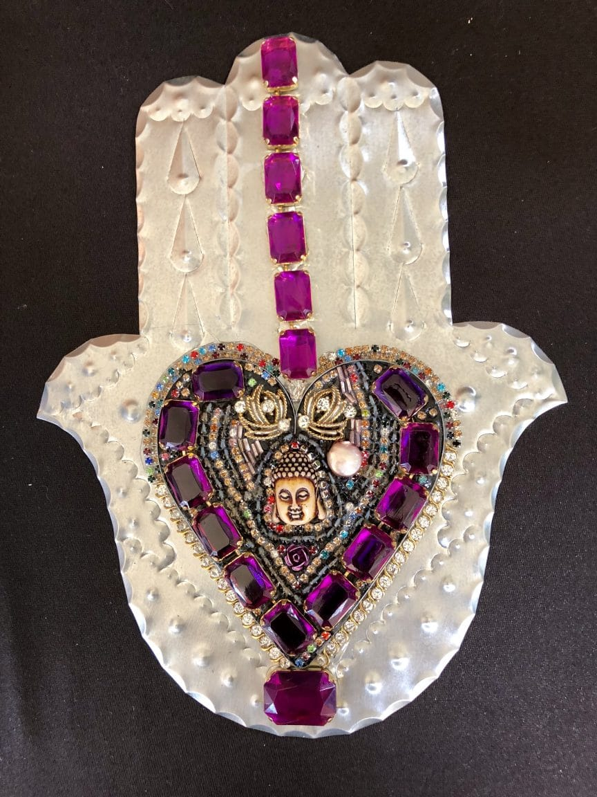 This heart and hand class project is done by Mary Ellen Merrigan of Mary Ellen Beads Albuquerque.